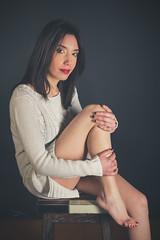 Célia (www.michelconrad.fr) Tags: bleu rouge jaune vert canon eos6d eos 6d ef24105mmf4lisusm 24105mm 24105 femme modele portrait studio noir pose pull jambes tabouret glamour