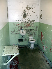 Alcatraz014 (schulzharri) Tags: alcatraz prison jail gefängnis toilet toliette wc san franzisco usa kalifonien california room green white rotten abondened verlassen alt old