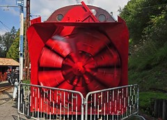 Rotating rotary snow plough…… (TrainsandTravel) Tags: switzerland schweiz suisse narrowgauge voieetroite schmalspurbahn steamtrains trainsàvapeur dampfzüge blonaychamby chaulin rhätischebahn xrotd66 rotarysnowplough
