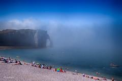 Misty Summer Morning (Anavicor) Tags: beach playa mist neblina fog niebla etretat normandía altanormandía uppernormandy hautenormandie francia france nikon d5300 anavicor anavillar villarcorreroana correro