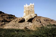 Fort Al-Ghwayzi (motohakone) Tags: jemen yemen arabia arabien dia slide digitalisiert digitized 1992 westasien westernasia ٱلْيَمَن alyaman kodachrome paperframe