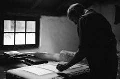 Paper-making/ papier maken (cluffie598) Tags: arnhem openluchtmuseum museum paper artisan handmade ilfordxp2 xp2super canonae1 nederland netherlands 50mm gelderland