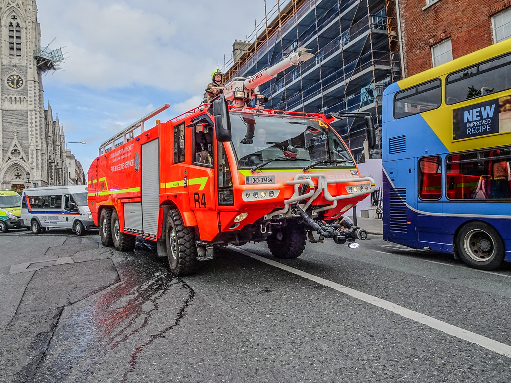 DUBLIN AIRPORT RESCUE 4 FIRE ENGINE [BUILT BY SIDES]-143539