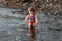 Schwimmen02 (Klickystudios) Tags: outdoor ostsee strand playmobil spielzeug kinder wasser