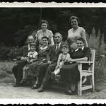 Archiv P740 Familienfoto, 1950er thumbnail
