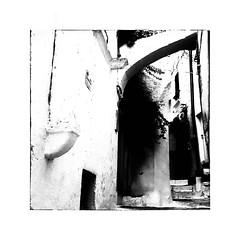 3 marches (Jean-Louis DUMAS) Tags: monochrome contraste blackandwhite black noireetblanc noiretblanc nb bw street ruelle rue escalier marche italia italie pouilles