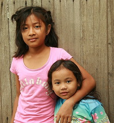 girl friends (the foreign photographer - ฝรั่งถ่) Tags: two girls friends khlong thanon portraits bangkhen bangkok thailand canon