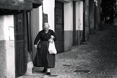 Mogarraz 2008 (antonio f. martinez) Tags: mogarraz sierradefrancia salamanca españa spain anciana blancoynegro blackandwhite fotografiacallejera streetphotography