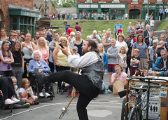 Entertainer (Steve hunt ..) Tags: bclm blackcountrylivingmuseum juggling juggler entertainer gregchapman