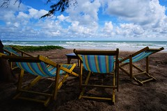 invitation to relax (Flory photo) Tags: relax beach plage détente thaïlande chaiselongue repos invitation paradis