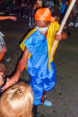 2010-02-04 Desfile de Llamadas en Montevideo (43) - Desfile de Llamadas (Parade der Rufe), Karnevalsumzug in Montevideo, Uruguay (mike.bulter) Tags: karneval carnival umzug parade karnevalsumzug child desfiledellamadas kind menschen montevideo people southamerica suedamerika uruguay barriosur ury carnaval