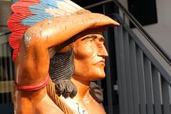 Looking For Racists (gripspix (OFF)) Tags: 20180903 vacation ferien oberschwabenundallgäu indian indianer native eingeborener statue wood holz painted bemalt