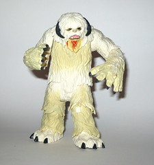 wampa from wampa and luke skywalker hoth star wars the last jedi red and white card creature and basic action figure force link 2017 hasbro g (tjparkside) Tags: wampa from luke skywalker hoth star wars last jedi red white card creature basic action figure force link 2017 hasbro 2018 figures snow ice planet episode v five 5 tesb esb empire strikes back cave 20 green razor sharp fangs claws fur tauntaun taun tauns lightsaber blaster pistol holster headgear jacket