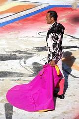 entre colores (aficion2012) Tags: arles septembre 2018 corrida bullfight bull toro toros tauromaquia tauromachie france francia provence taureaux taureau feria du riz juan bautista matador torero toreador goyesca goyesque capote capa capeando capear peon pink domingo zapata