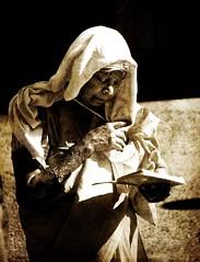 La lectrice... (Sabine-Barras) Tags: cavadee réunion people personnes sepia sépia portrait tamil tamoule procession tradition rituel ritual religion monochrome reportage kavadi