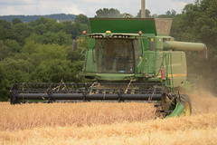 John Deere T670 I Hill Master Combine Harvester cutting Winter Barley (Shane Casey CK25) Tags: john deere t670 hill master combine harvester cutting winter barley jd green mallow t670i grain harvest grain2018 grain18 harvest2018 harvest18 corn2018 corn crop tillage crops cereal cereals golden straw dust chaff county cork ireland irish farm farmer farming agri agriculture contractor field ground soil earth work working horse power horsepower hp pull pulling cut knife blade blades machine machinery collect collecting mähdrescher cosechadora moissonneusebatteuse kombajny zbożowe kombajn maaidorser mietitrebbia nikon d7200