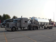 lovin it (The WI Diesel Ranch) Tags: peterbilt pneumatictanker jl