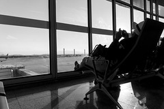 Waiting at the airport (Luiz Contreira) Tags: airport aeroporto waiting riodejaneiro rio gig galeão blackwhite bw brazil brasil brazilianphotographer pretoebranco pb people sunset architecture southamerica américadosul