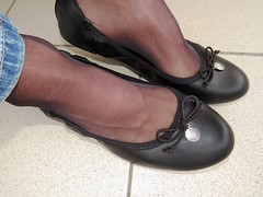 soft leather ballerinas, nylons and jeans - close up pics (Isabelle.Sandrine2001) Tags: legs feet shoes pumps ballerinas ballet flats sabrins nylons stockings jeans shoeplay softballetflatsnylonsandjeans