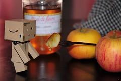 pomme au miel (karine_cattier) Tags: 7daysofshooting treats shootanythingsaturday danbo