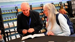 Edinburgh International Book Festival 2018 - Alan Lee 03 (byronv2) Tags: charlottesquare edinburgh edinburghfestival edimbourg scotland newtown edinburghinternationalbookfestival edinburghinternationalbookfestival2018 eibf2018 books literature literaryfestival dusk evening edinburghbynight night nuit nacht festival author artist alanlee jrrtolkien tolkien fallofgondolin lordoftherings fantasy peoplewatching candid street bookstore bookshop livres