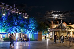 Troyes 25 August 2018 047 (paul_appleyard) Tags: troyes night parvis france august aube 2018 merry go round roundabout moon