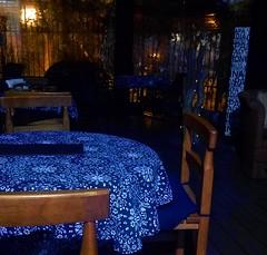 Café Bolonia (Gabriela Andrea Silva Hormazabal) Tags: muebles furniture hoteles guayaquil santiago chile ecuador chiloe coquimbo cafe bolonia mantel azul blue mesa table cafetería coffee