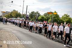 Rudolf-Heß-Gedenkmarsch 2018: Mord verjährt nicht! Gebt die Akten frei! Recht statt Rache  und Gegenprotest: Keine Verehrung von Nazi-Verbrechern! NS-Verherrlichung stoppen! – 18.08.2018 – Berlin –IMG_6297 (PM Cheung) Tags: rudolfhessmarsch wwwpmcheungcom berlin mordverjährtnichtgebtdieaktenfreirechtstattrache neonazis demonstration berlinspandau spandau friedrichshain hesmarsch rudolfhes 2018 antinaziproteste naziaufmarsch gegendemonstration 18082018 blockade npd lichtenberg polizei platzdervereintennationen polizeieinsatz pomengcheung antifabündnis rechtsextremisten protest auseinandersetzungen blockaden pmcheung mengcheungpo pmcheungphotography linksradikale aufmarsch rassismus facebookcompmcheungphotography keineverehrungvonnaziverbrechernnsverherrlichungstoppen antifaschisten mordverjährtnicht rudolfhesmarsch sitzblockaden kriegsverbrechergefängnisspandau nsdap nskriegsverbrecher geschichtsrevisionismus nsverherrlichungstoppen hitlerstellvertreterrudolfhes 17august1987 rathausspandau ichbereuenichts b1808 festderdemokratie verantwortungfürdievergangenheitübernehmen–fürgegenwartundzukunft rudolfhessmarsch2018 rudolfhesgedenkmarsch rudolfhesgedenkmarsch2018