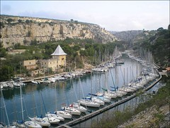 Segelboote in der Calanque de Port-Miou, Cassis (France) (rastgt1962) Tags: segelboot segelboote voilier voiliers sailboat sailboats calanque boat boats inlet bucht fjord bouchesdurhone 13 portdeplaisance mittelmeer mediterraneansea mermediterranée bateau bateaux