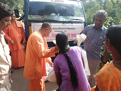"""Kerala Flood Relief Work by Ramakrishna Mission, Coimbatore <a style=""""margin-left:10px; font-size:0.8em;"""" href=""""http://www.flickr.com/photos/47844184@N02/42700558460/"""" target=""""_blank"""">@flickr</a>"""