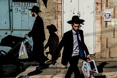 Shopping Men with Shadows-DSC_8489 (thomschphotography3) Tags: jerusalem israel jews jewish man hats shadow light streetphotography shopping