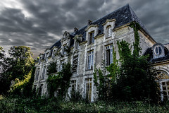 Le Château des Singes (Aurélienki) Tags: decay lostplaces abandonedplaces abandoned exploration urbex