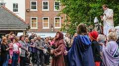YMPST waggon play performance, St Sampson's Square, 16 September 2018 - 09 (nican45) Tags: yorkmysteryplays2018 16september2018 16092018 18135 18135mm 2018 csc fuji fujifilm mysteryplays nickansell september stsampsonssquare supporterstrust theharrowingofhell xt2 xf18135mmf3556rlmoiswr ymp ympst york yorkshire cast costumes mirrorless musician performance photographer photography waggonplay
