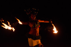 DSC_5155 (Julien Dalle) Tags: blanc camouflage carmouflage chaleur contraste cérate danseuse feu flamme hanches limace nuit océan petit polynésie portrait rouge tradition tribal