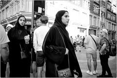 Veils (Steve Lundqvist) Tags: portrait persone ritratto street road crossroad streetphotography strada sidewalk english london londra inghilterra england uk britain british fashion moda mood location people lifestyle shooting posh pose leica q harrods candid shop rich ricchezza arabian veil