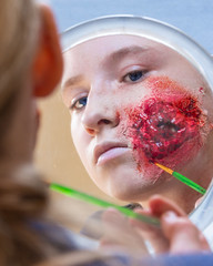 Artist @ work. (Suggsy69) Tags: niko d7200 artist makeup sfx specialeffects blood gore zombie mirror reflection portrait