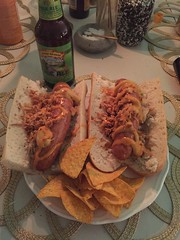 Krögar'n tipsar 31/8 (Atomeyes) Tags: mat öl bratwurst korv baguette lök surkål chilimajonnäs rostad tortilla chips senap