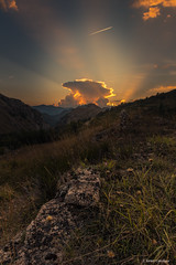 Ni un instante (AvideCai) Tags: avidecai atardecer vertical tamron2470 paisaje nubes cielo montaña
