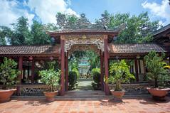 (kuuan) Tags: voigtländerheliarf4515mm manualfocus mf voigtländer15mm aspherical f4515mm superwideheliar apsc sonynex5n linhsonpagoda pagoda linhson dalat vietnam