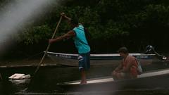 Pescadores | Sony a6500 (caynanramos) Tags: a6500 sony alpha a7iii vsco rio mar sea rive natureza natural barco cultura cabrália bahia brasil interior água water 200mm oss f4 green verde atlântica mata
