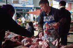 Frischfleisch (Photoauge.) Tags: vietnam vnm geo:lat=2327716490 geo:lon=10536037040 geotagged thịtrấnđồngvăn market markt