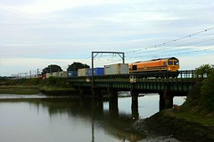 Not Wyoming (Chris Baines) Tags: freightliner 66413 genesse wyoming livery cattawade bridge felixstowe lawley st liner