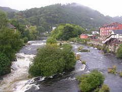 DSCN6046 (southglosguytwo) Tags: 2018 northwales september llangollen buildings cloudy riverdee sky trees water denbighshire
