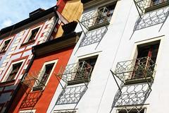 schuinweg (roberke) Tags: huizen houses windows ramen vensters balkons balcony sun sunlight zonlicht zon kleuren outdoor architecture architectuur wroclaw polen lucht sky