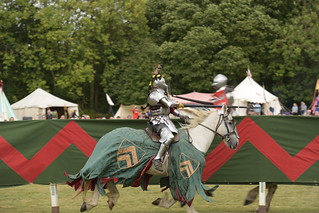 KNIGHT in ARMOUR, MEDIEVAL JOUST, BOLSOVER CASTLE_DSC_1540