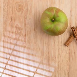 Cinnamon sticks and apple