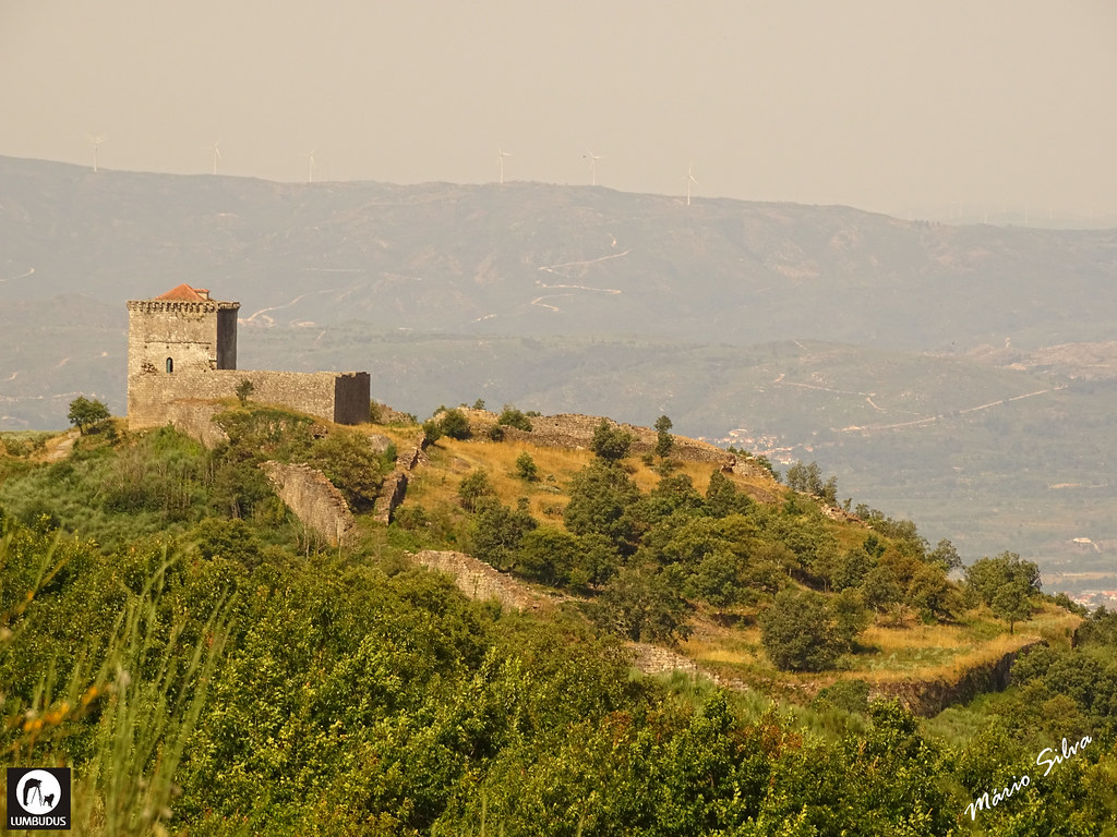Águas Frias (Chaves) - ... castelo de Monforte de Rio Livre (monumento nacional) dominando a paisagem ...