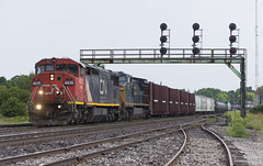CN M331 - Paris (Wayside Railography) Tags: barndoor rare cn paris canada m331 brantford ontario railfan railway railroad signals searchlight