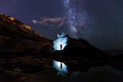 Obrint portes a una altra dimensió (Miquel Gomila (miknuk)) Tags: milkyway nocturna vialactea nightshots longexposure reflection stars