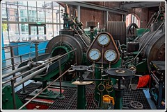 Big Engine (zweiblumen) Tags: scienceandindustrymuseum manchester greatermanchester england uk hdr canoneos50d polariser zweiblumen museumofscienceandindustry engine piston